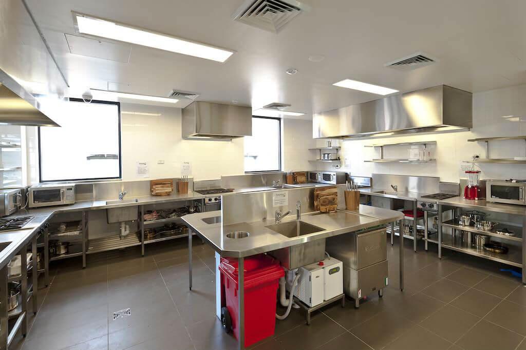 Кухня в хостеле Bounce Sydney
