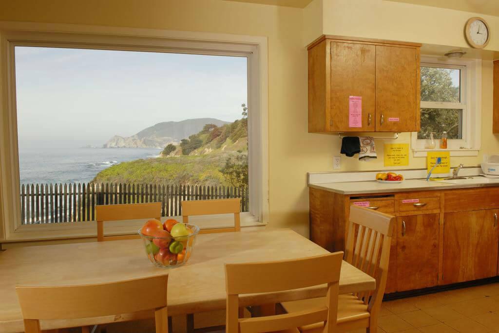 Кухня в хостеле Point Montara Lighthouse Hostel