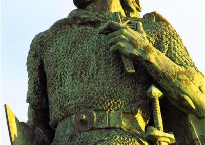 Статуя Лейфа счастливого около церкви Хатльгримскиркья