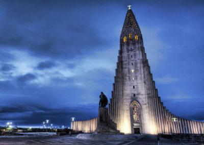 Церковь Хатльгримскиркья ночью