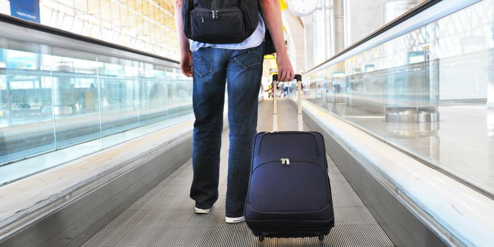 В Праге вскроют любой чемодан