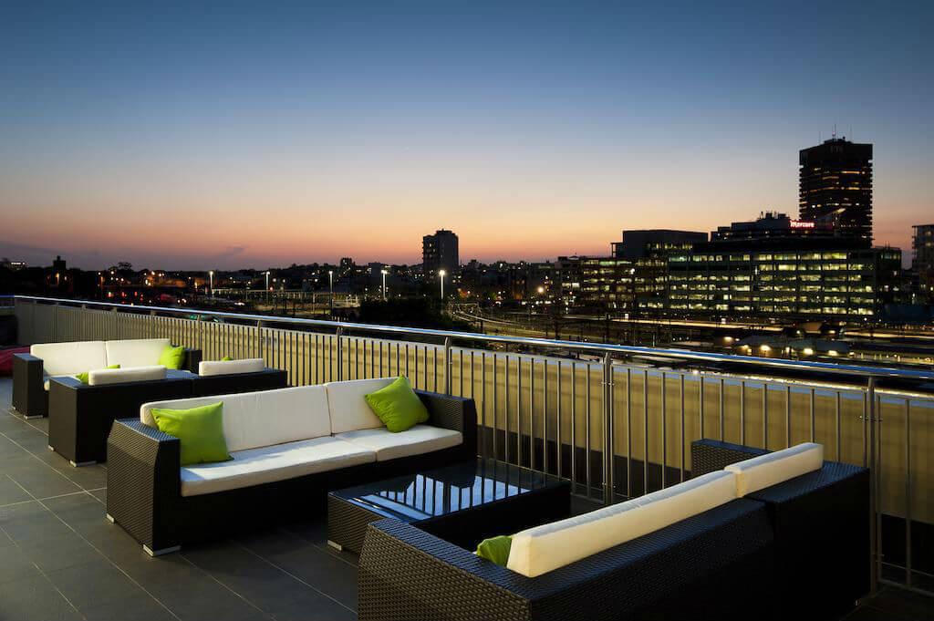 Вид на город с террасы хостела Bounce Sydney