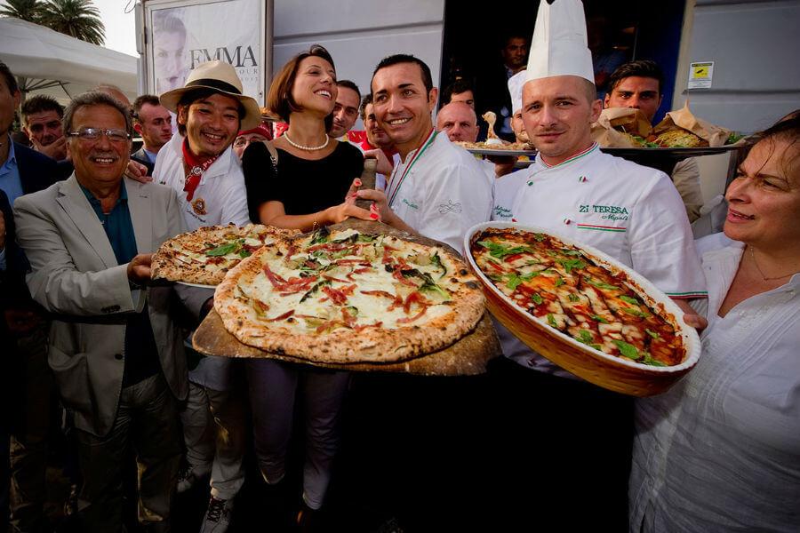 Неаполь устраивает фестиваль пиццы
