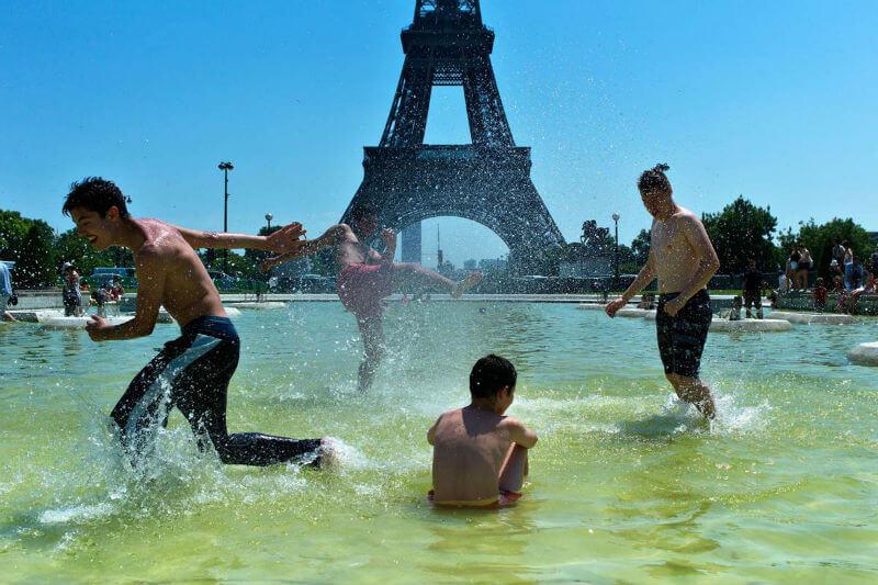 В Европе жара, в России холодно