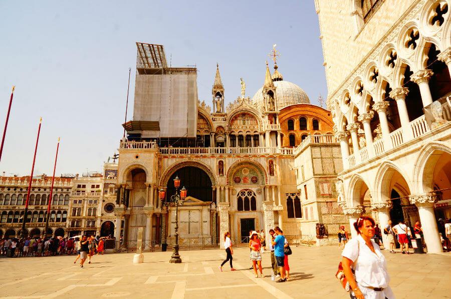 Венеция оберегает свой исторический центр