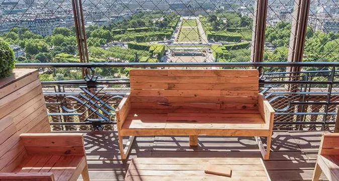 Отдых на террасе Эйфелевой башни