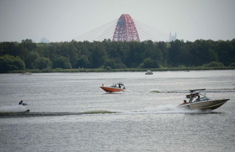 Уж сколько раз объявляли купальный сезон в Москве