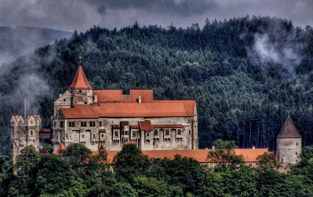 Замок Пернштейн — кладезь легенд Чехии