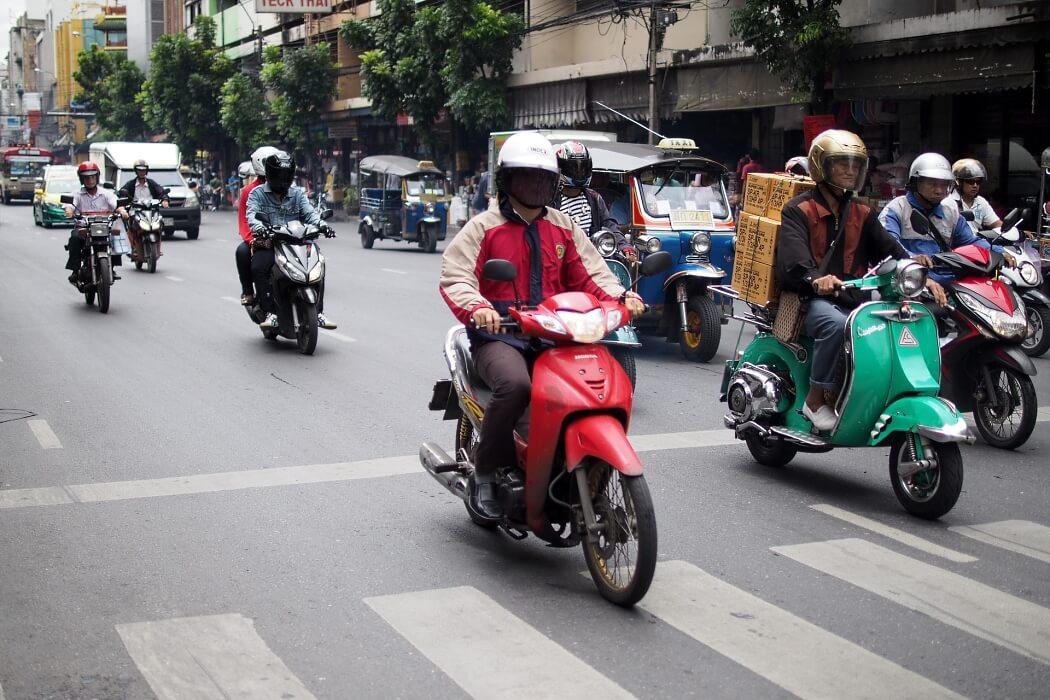 Мотобайк - популярный вид транспорта в Таиланде