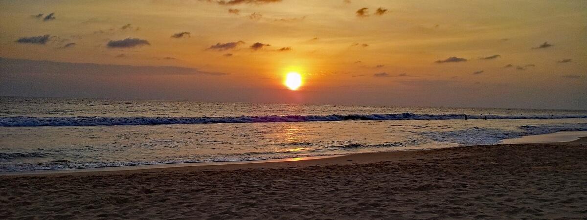 Закат на пляже Хиккадувы