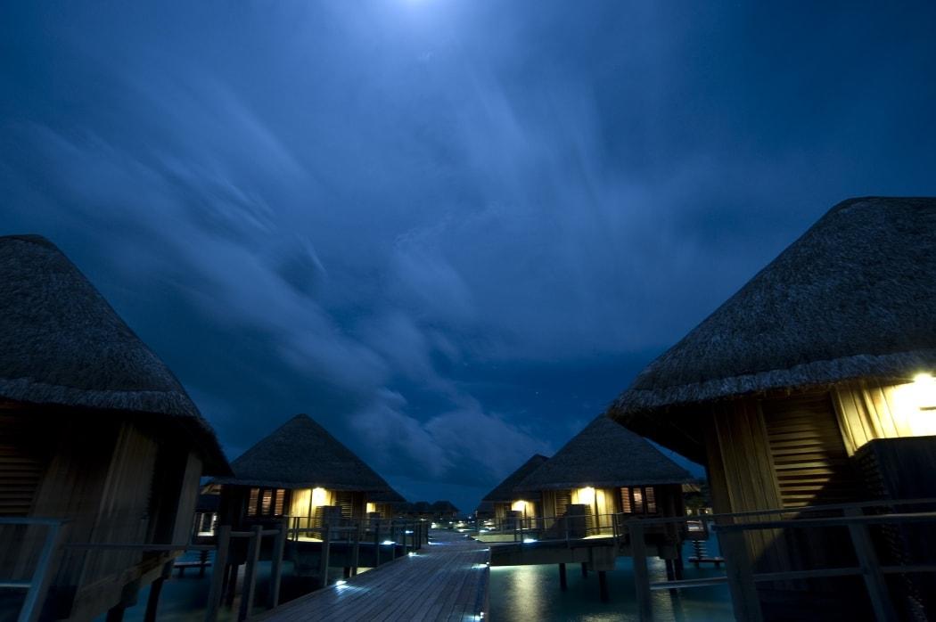 Мальдивы ночью