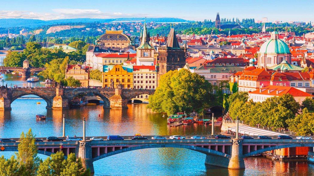 Прага солнечным днем