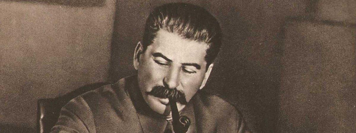 Иосиф Сталин с трубкой