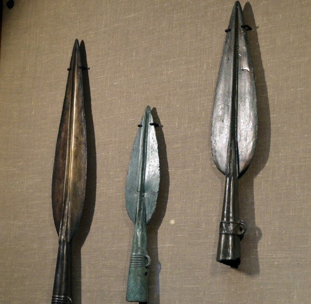 Сейминско-турбинский феномен, похожие наконечники стрел