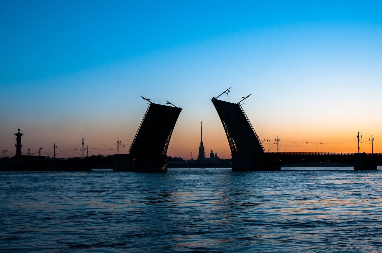 Разводка моста над рекой Невой