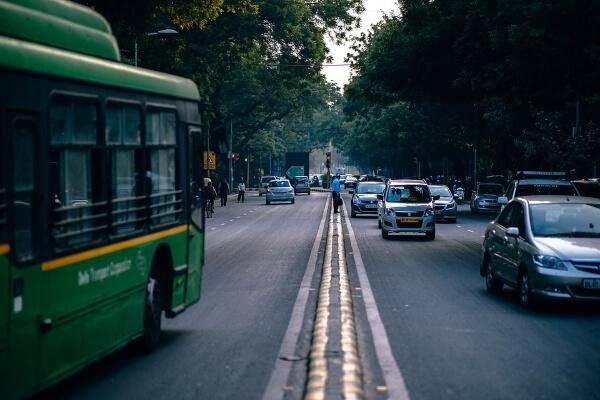 Автобус, перевозивший туристов в Индии, полностью сгорел