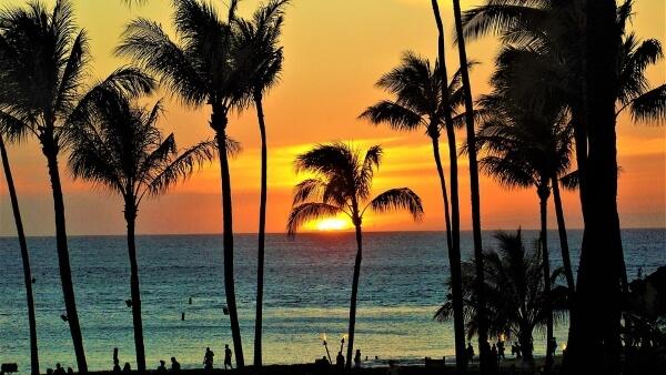 На Гавайях новых пляж с черным песком