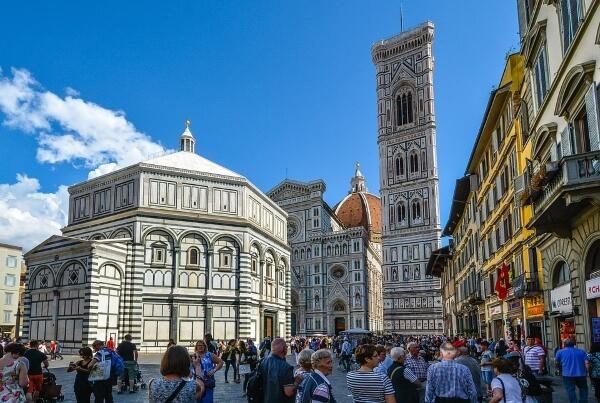 Бастующая Европа все больше пугает туристов