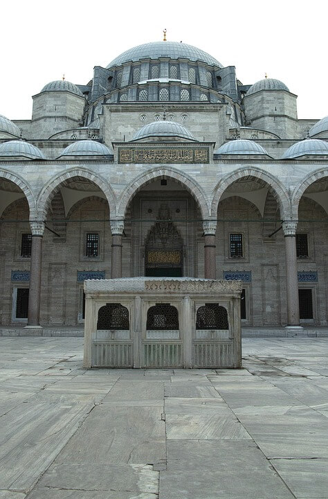 Двор мечети Селеймание