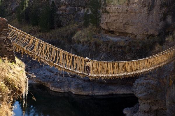 Канатный мост рухнул в Китае