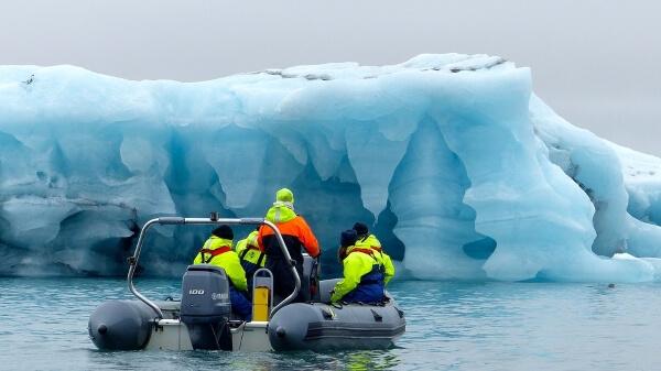 Селфи на айсберге в Исландии чуть не стало смертельным