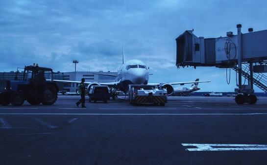 В Домодедово самолет занесло при маневрах после посадки