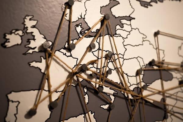 Aviasales выяснил, откуда россияне чаще летают в Европу