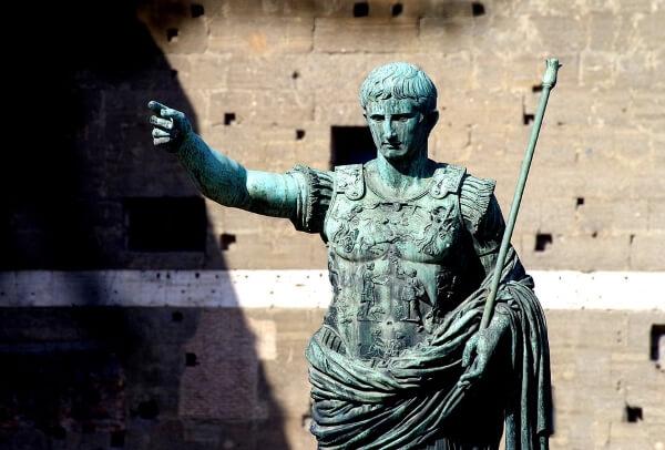 Рим планирует вести «черный список» туристов-вандалов