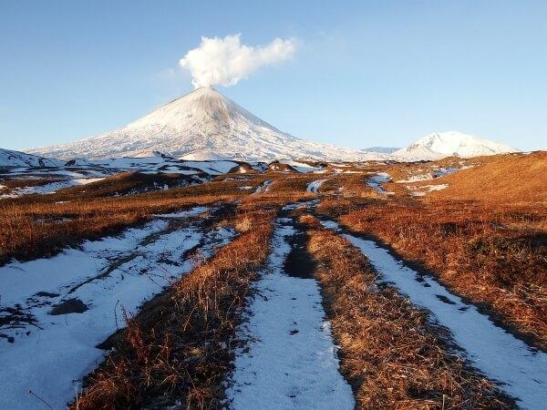 Крупнейший вулкан России начал проявлять активность