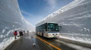 Невероятный коридор из снега открыт для туристов в Японии