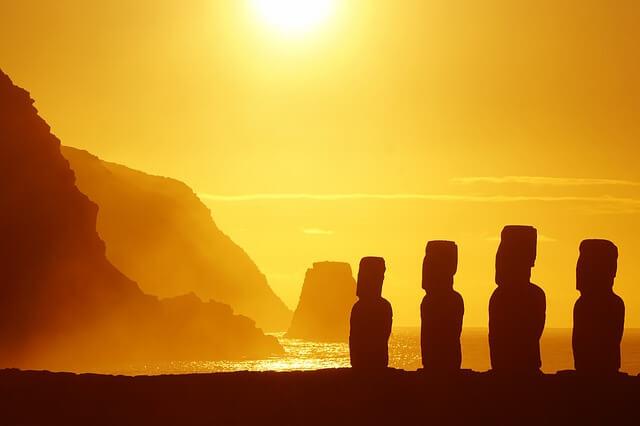 Статуи острова Пасхи уничтожаются туристами