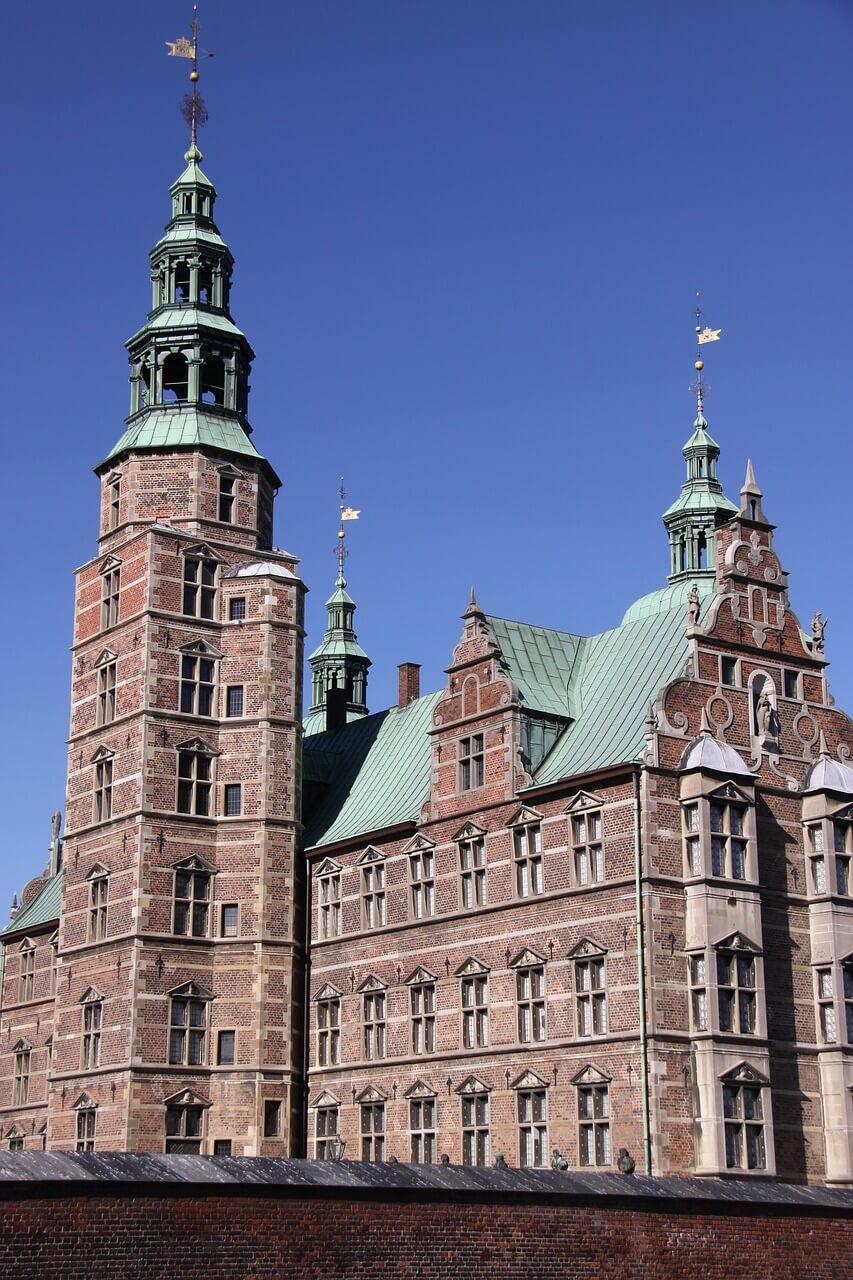 Боковой вид на замок Розенборг