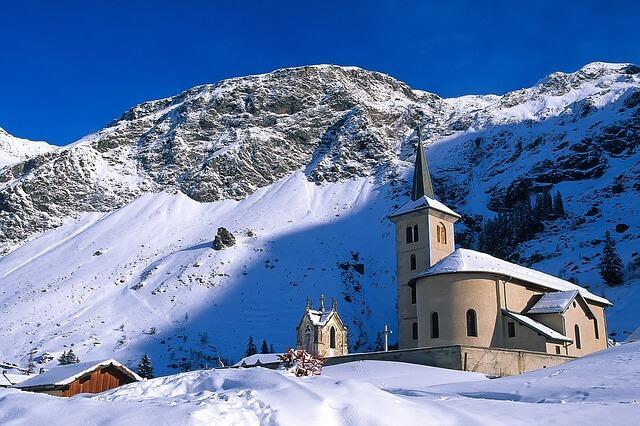 Французскую Корсику завалило снегом