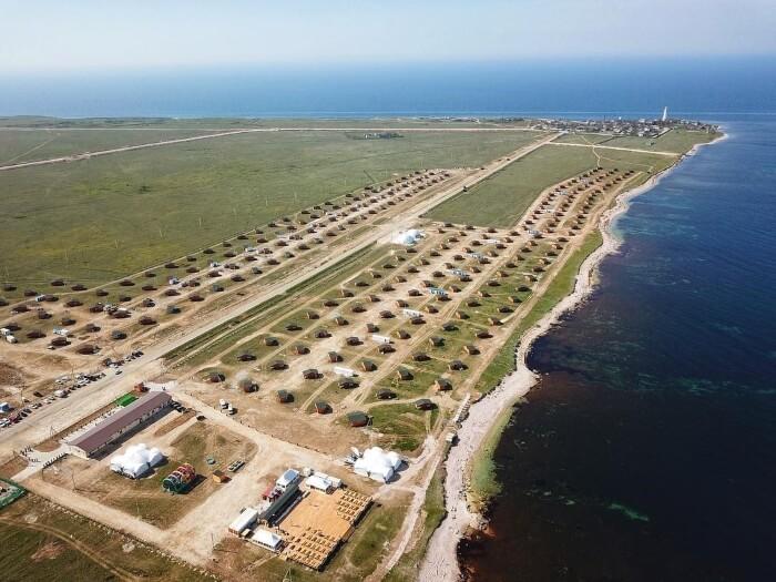Крупный российский туроператор открыл кемпинг в Крыму