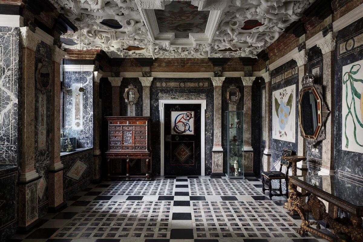 Мраморная комната