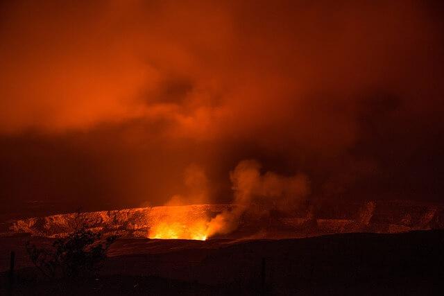 На Гавайских островах турист случайно упал в вулкан