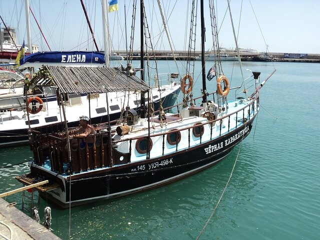 На крымских курортах началась морская навигация