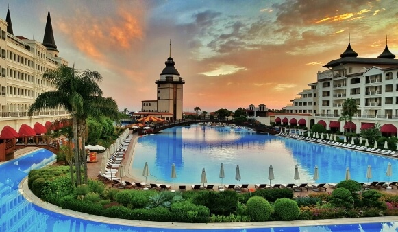 Роскошный отель Mardan Palace в Турции вновь готов принять гостей