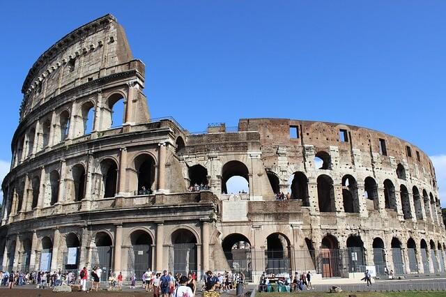 Турист-вандал обвинен за рисование на стене Колизея
