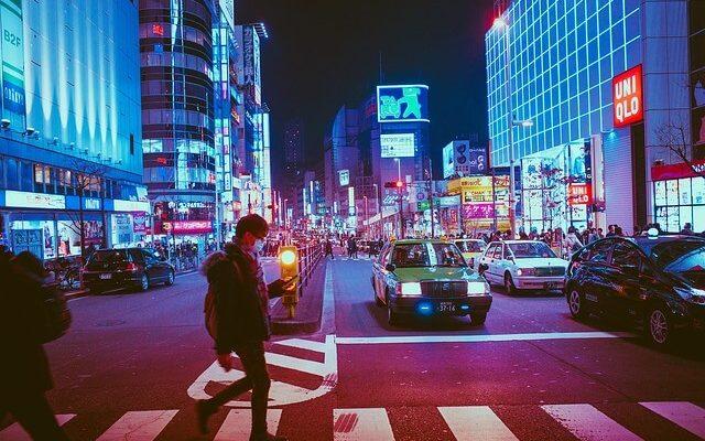 Япония запрещает кушать на ходу