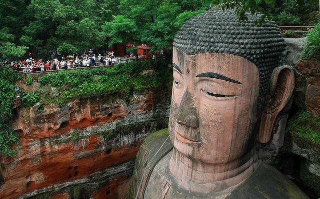 Знаменитая статуя Будды вновь открылась после реставрации