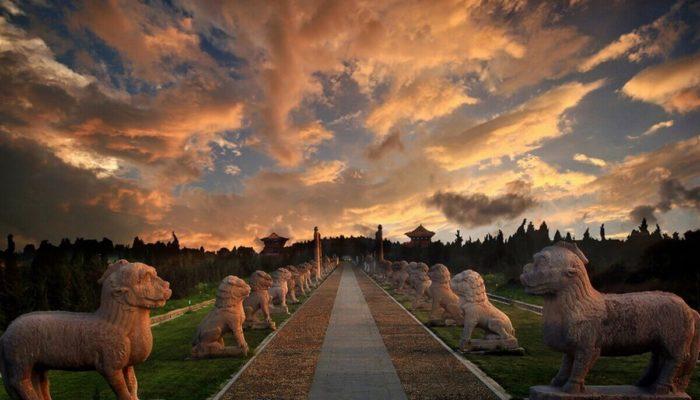 Гробницы императоров династии Мин — старинный комплекс в Пекине
