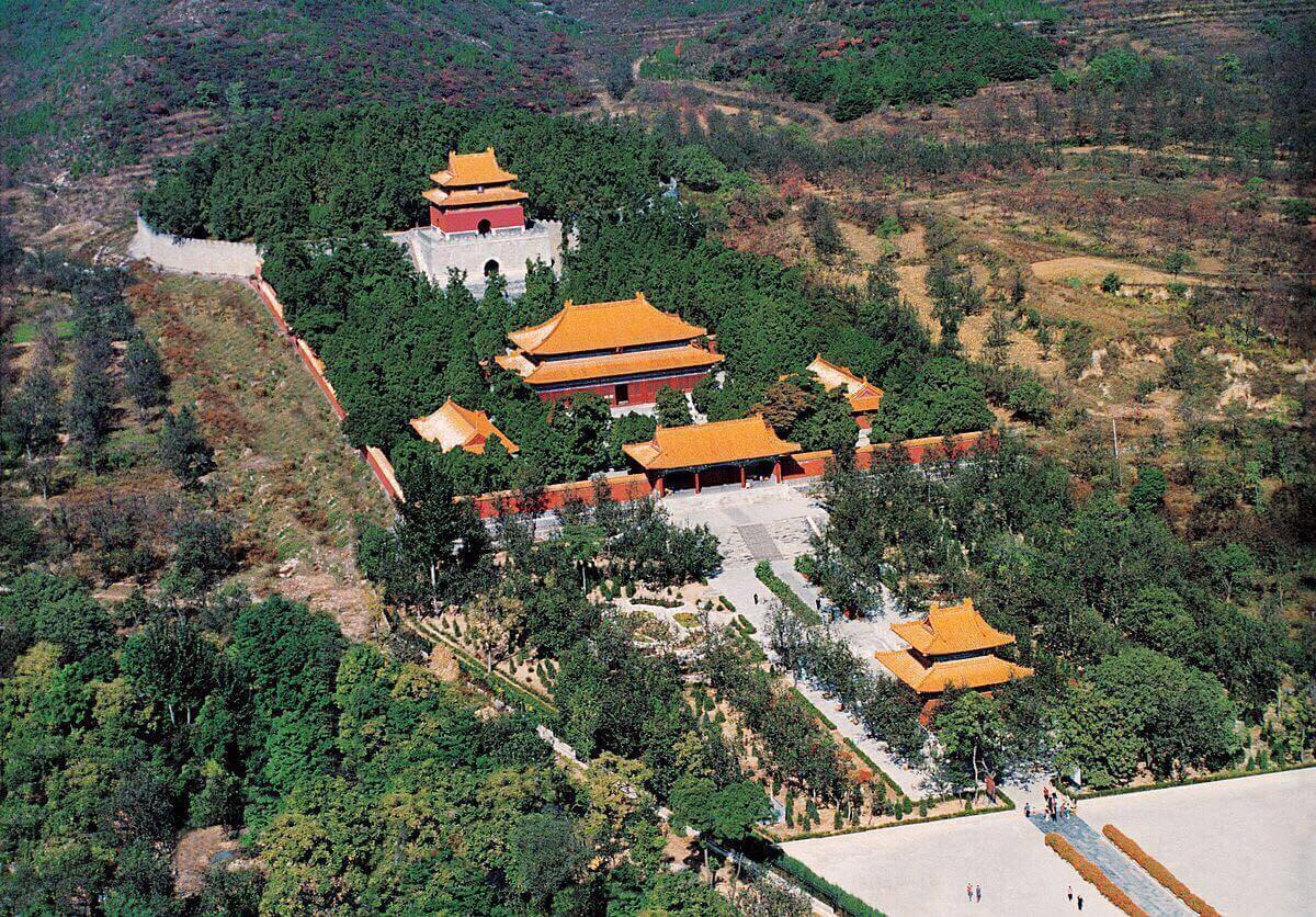 Долина гробниц императоров династиии Мин