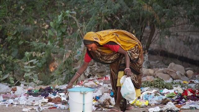 Гора мусора в столице Индии