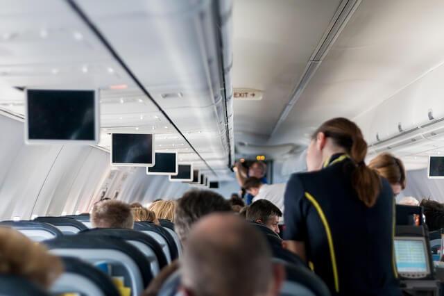 На авиа дебоширов наденут наручники уже в самолете