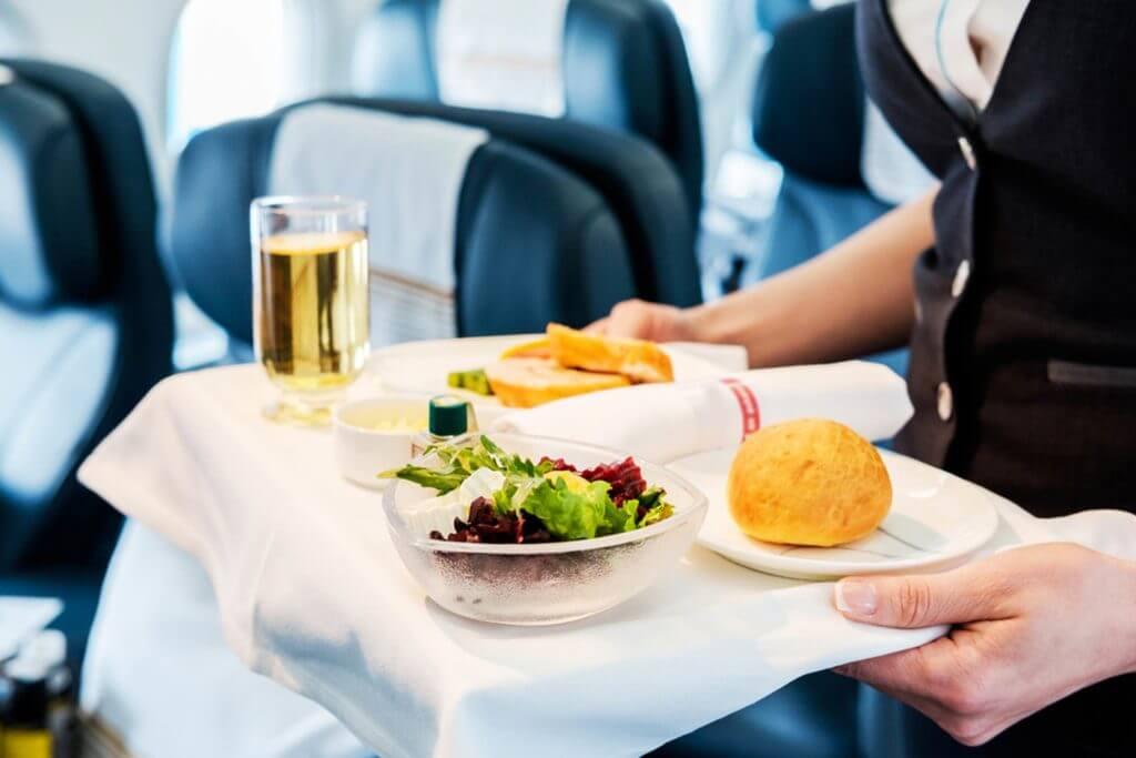 Оглашен список авиакомпаний с самым вкусным питанием на борту