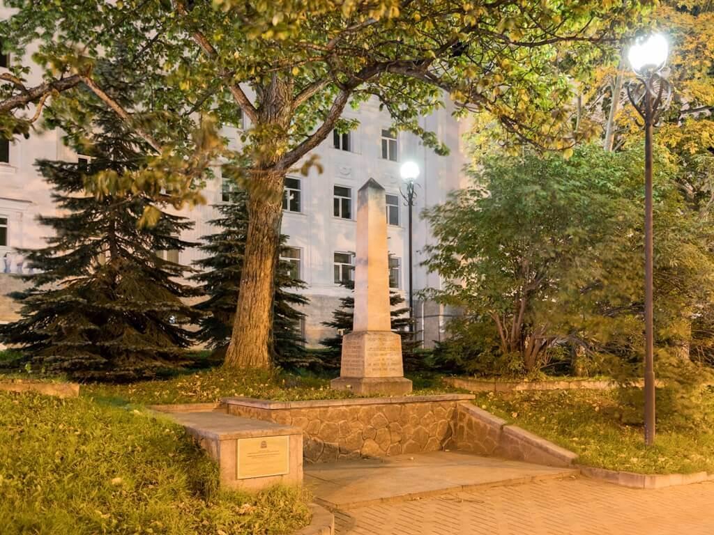 Памятник Ч.Кларку