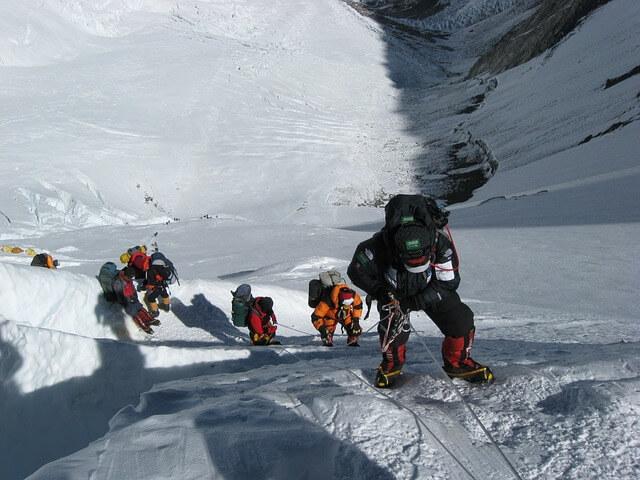 Подняться на Эверест и умереть