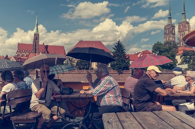 Россияне сказали, где бы они хотели провести старость