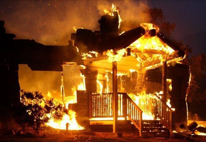 В Челябинской области сгорел деревянный музей «Таганай»